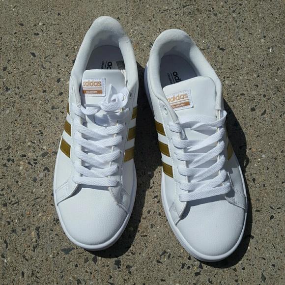 le adidas neo cloudfoam bianco con oro sz 7 poshmark